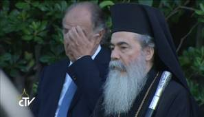 Another Greek Orthodox priest in the company of Patriarch Bartholomaios I
