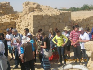 Despite the warmth most toured this excavation site, learning a lot about Tamar mentioned in Ezek. 47:19; 48:28, and of Ir Ovot [Nu 21:10-11; 33:43-44]