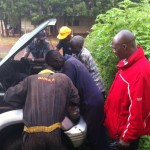 Difficult installation of engine into the Pajero because I thought the transport to the garage in Eldoret too expensive. I was wrong and very angry with myself. Bera in red.